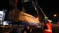 Delivery of the 180-tonne concrete beam.